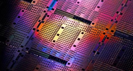 Difference Between Photonics and Electronics